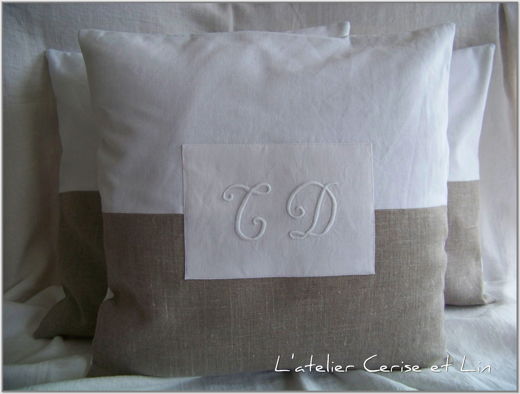 Coussins monogramme 006